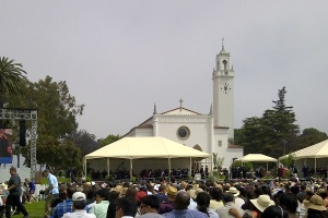 Graduation-ceremony-LMU-Graduate-Los-Angeles-May-12-2013