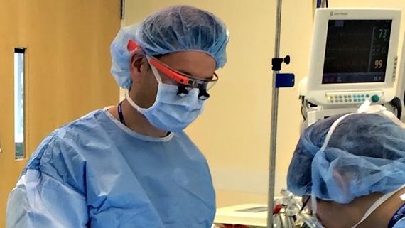VitalMedicals  kacamata pintar untuk dokter bedah 82de92c837