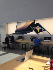 Apple-Store-Genius-Bars-Inovasicom